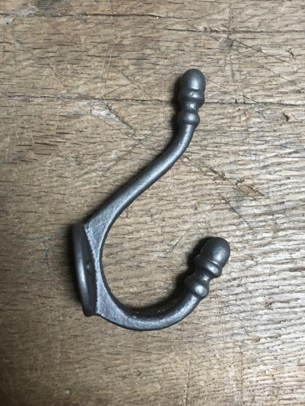 Metalen gietijzeren dubbele kapstokhaak wandhaak haak haakje bruin bruingrijs dubbel landelijk kapstok haak