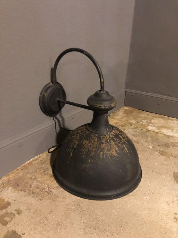 Metalen zwarte wandlamp lamp muur zwart old look stallamp landelijk stoer