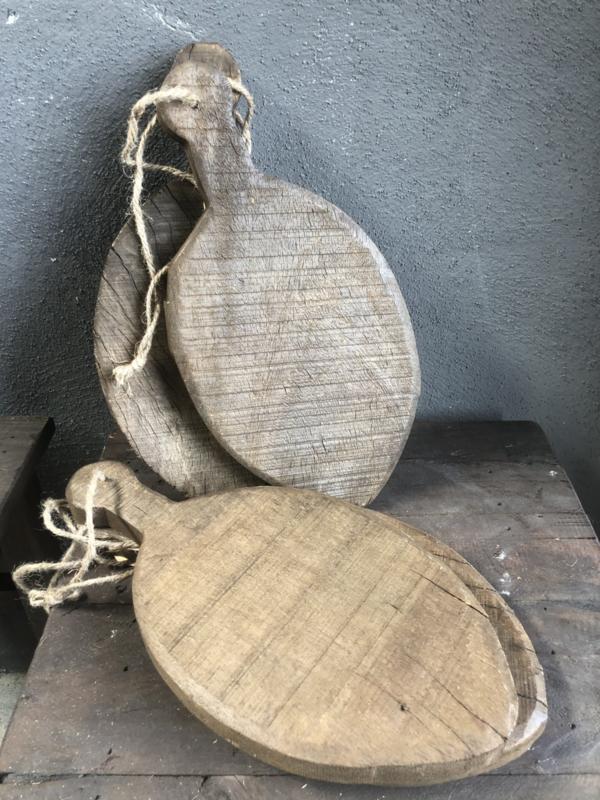 Oude houten visplankjes, plankjes plank plankje broodplankje snijplank landelijk stoer aan jute touw
