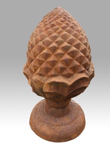 Groot gietijzeren pineapple eikel dennenappel ornament tuinornament beeld gietijzer roest tuinbeeld landelijk