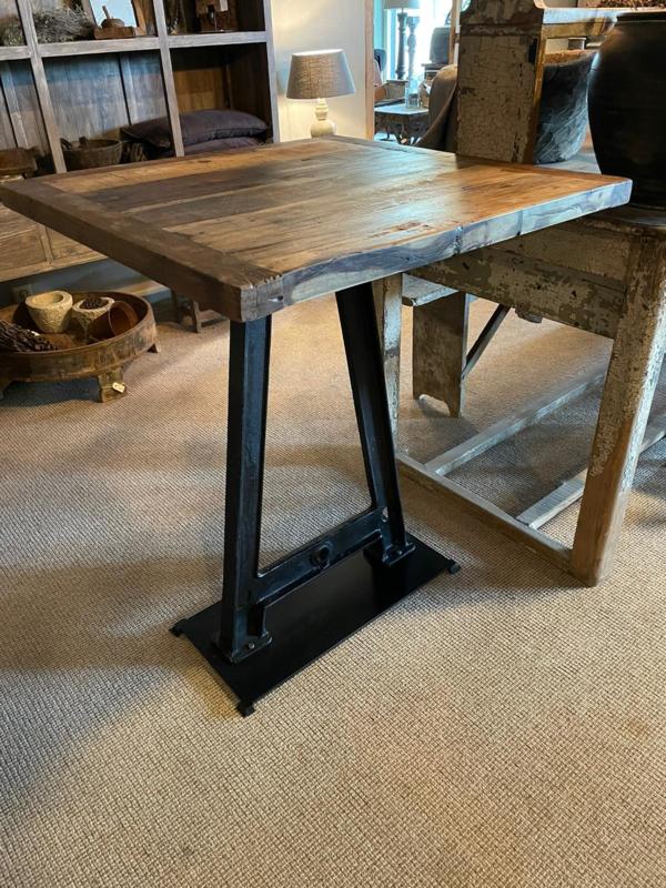 Stoere industriële bartafel tafel eettafel statafel staantafel hangtafel sta-tafel 80 x 80 x H100 cm dining table zwart gietijzeren onderstel met houten blad