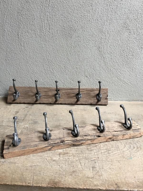 Railway oude vergrijsd houten kapstok oud hout 5 haken stoer landelijk plank grof nerf wandhaken wandkapstok industrieel