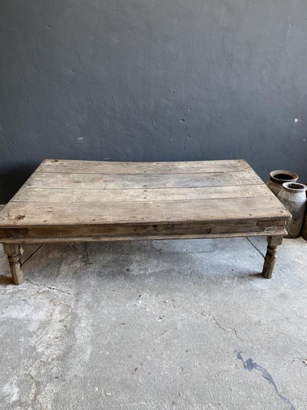 Mega grote oude vergrijsd houten tafel Salontafel 170 x 100 x 46 cm landelijk stoer sober
