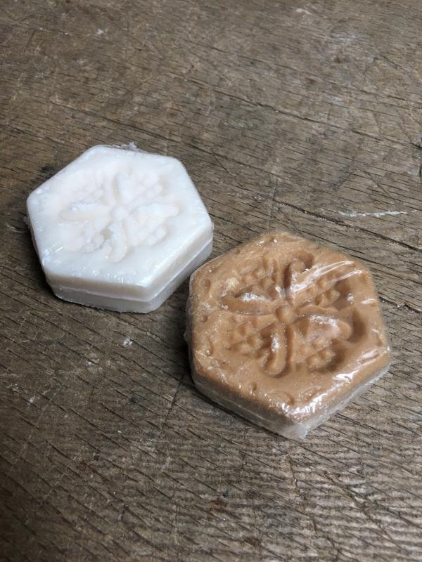 Prachtige decoratieve zeep stoer landelijk sober naturel beige