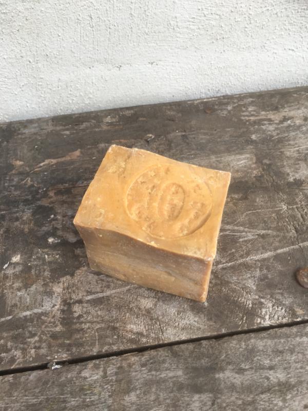 Ruw stuk alepzeep zeep stoer landelijk ruwe zeep laurier
