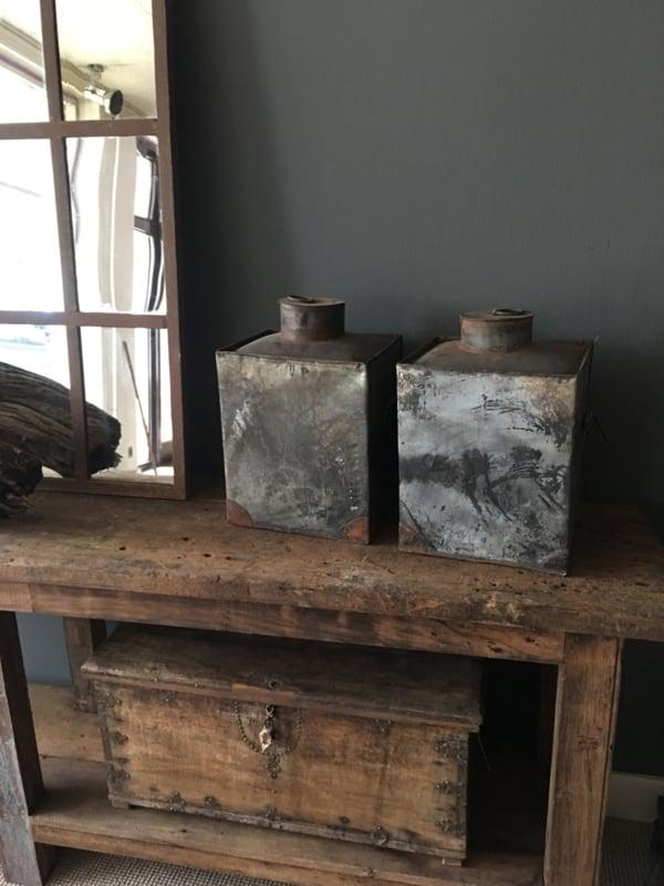 Oude zinken metalen bak pot kruik stoer industrieel landelijk grijs bruin urban vintage