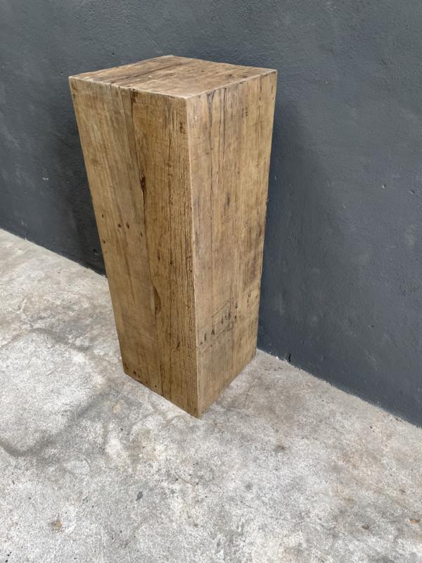 Grote oud vergrijsd houten truckwood railway hout sokkel zuil pilaar landelijk  35 x 35 x 100 cm