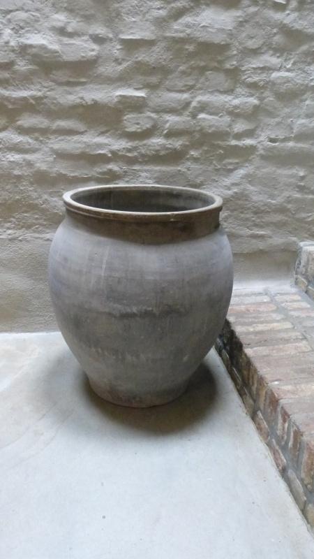 Zeer Grote grijze stenen kruik pot vaas landelijk stoer sober grijs olijfpot mega