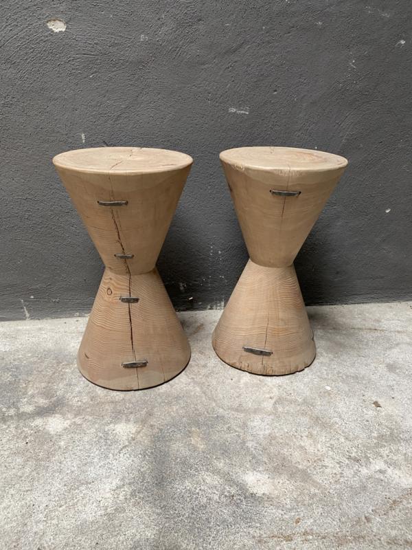 Stoere kegelvormige kruk bijzettafeltje hout