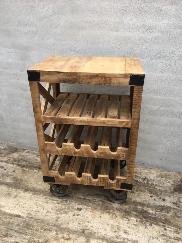 Stoer houten wijnrek kastje wijnkast wijnkastje landleijk industrieel vintage trolley kar karretje flessenrek