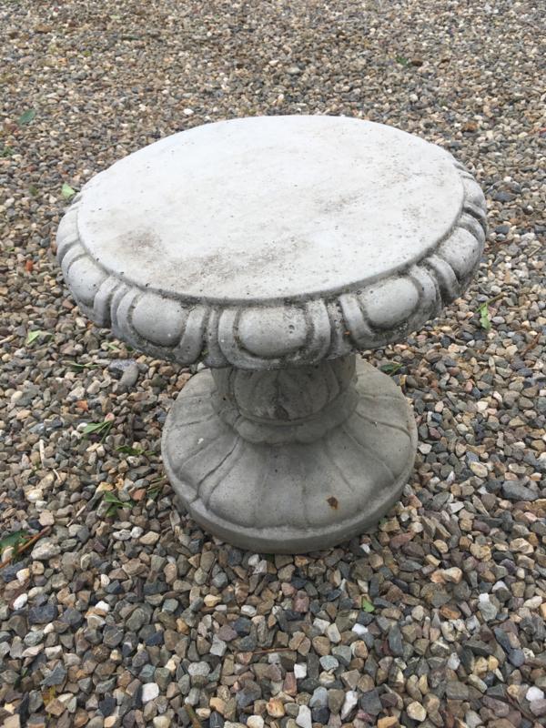 Massief betonnen kruk krukje stoel beton zitmeubel