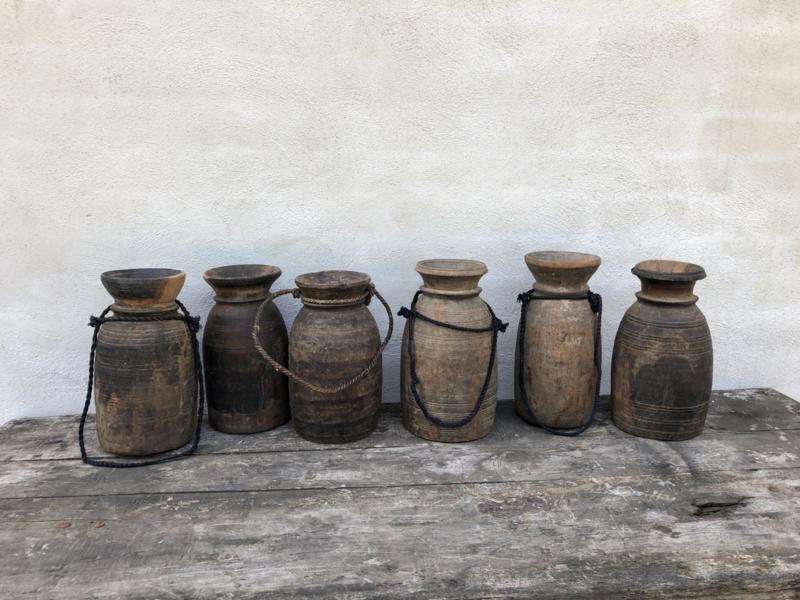 Stoere vintage doorleefd vergrijsd houten pot potten jute touw landelijk urban Nepal doorleefd