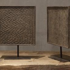 Decoratief houten paneel op pin landelijk sober grijs raamscherm vergrijsd mat houtsnijwerk