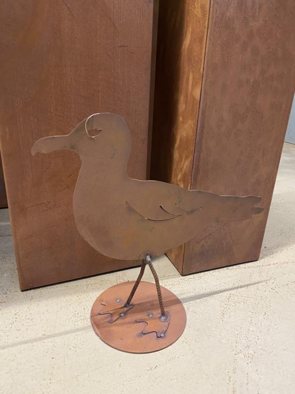 Eco roest metalen meeuw zeemeeuw staand beeld ornament 37 x 35 cm