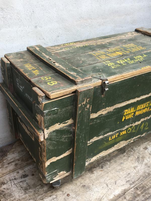 Kist Salon Tafel.Oude Houten Kist Legerkist Tafel Salontafel Op Wielen Wieltjes