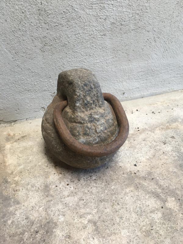 Oude grote hardstenen Deurstop gewicht met metalen beugel hengsel stoer landelijk industrieel