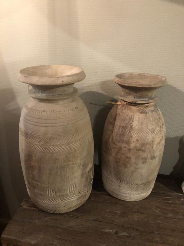 Prachtige grote oude licht vergrijsd houten pot potten vaas kruik bewerkt boho Ibiza style sober stoer landelijk