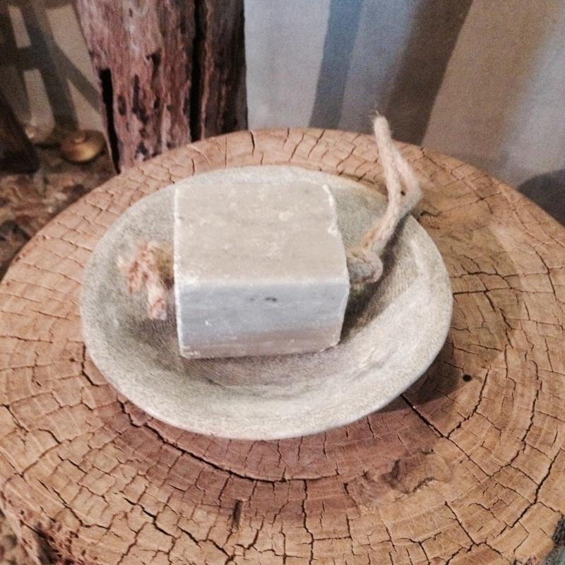 Rond stenen spekstenen schaaltje zeepbakje hardsteen landelijk 22 cm stoer sober grijs beige marmer ruw