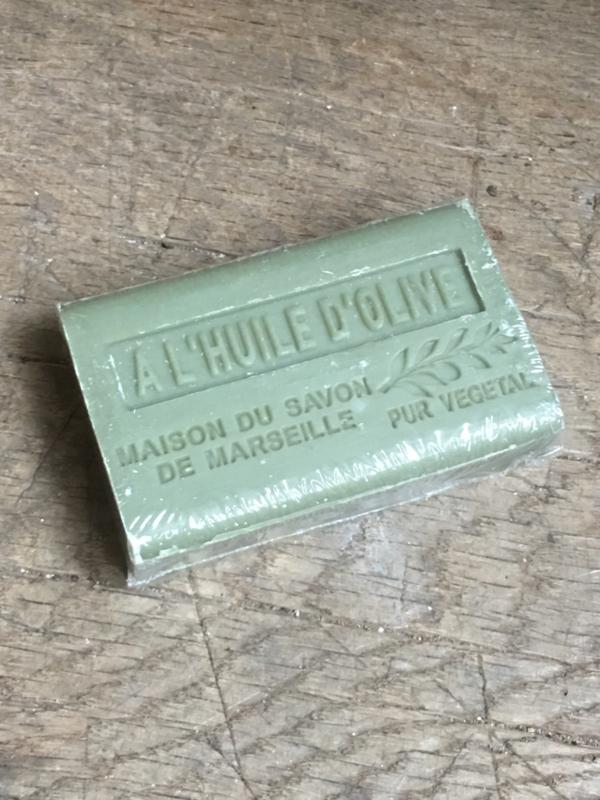 Lekker stuk savon de Marseille pur vegetal khaki groen olijf olive stuk zeep 125 gram
