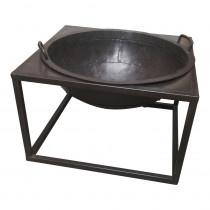 Grote metalen vuurschaal in tafel standaard industrieel vuurkorf tuinhaard zwart metaal