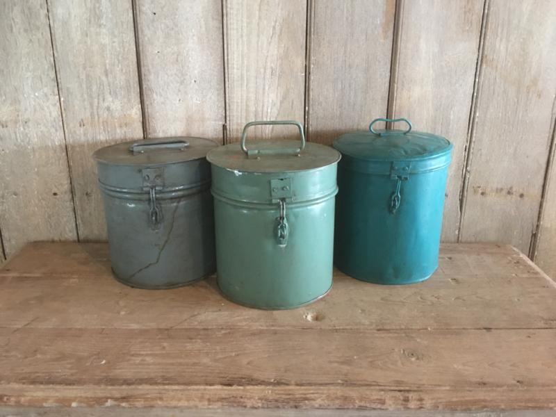 Gave oude metalen blik trommel trommeltje grijs blauw ton tonnetje met deksel industrieel landelijk vintage retro urban