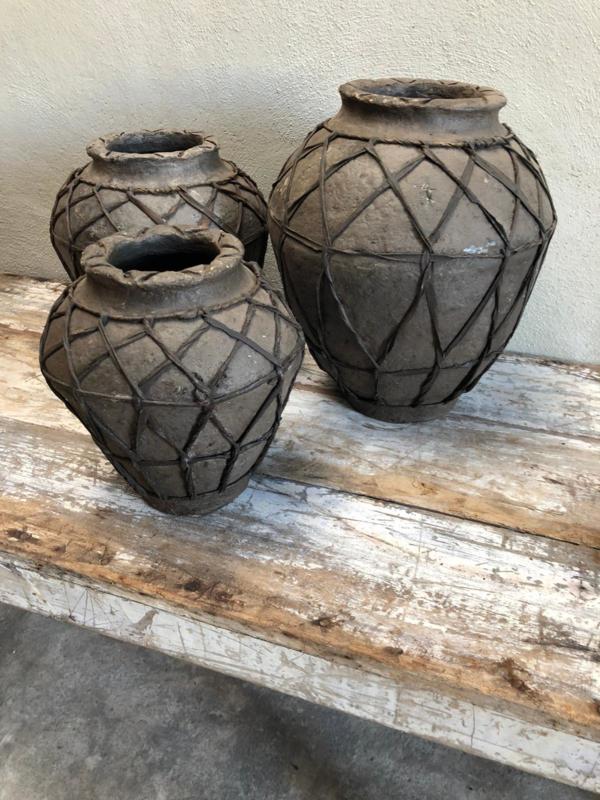 Stoere grijze pot kruik met touw papier mache groot large landelijk grijs antraciet mat zwart