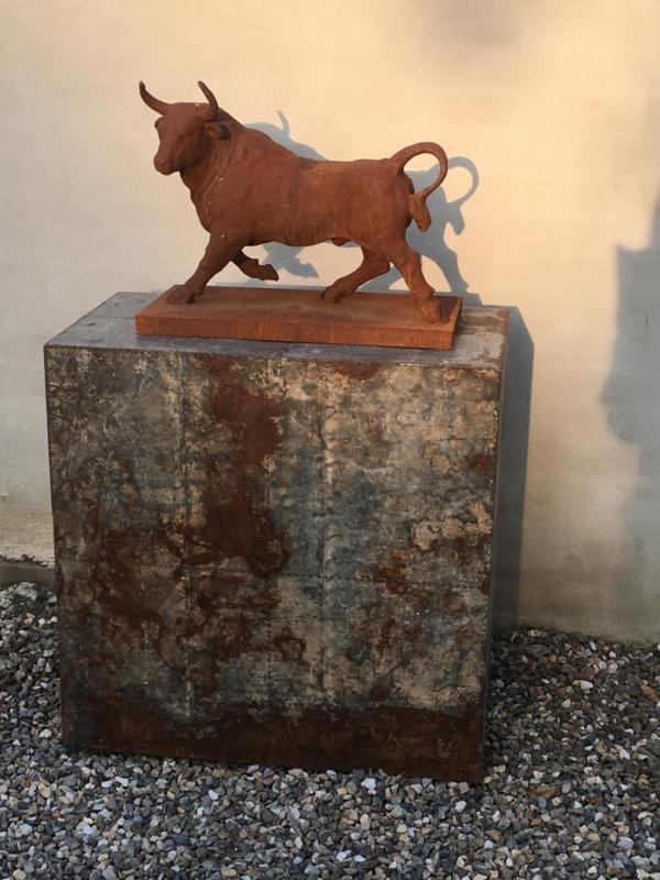 imposant gietijzeren beeld stier bull tuinbeeld of voor binnen