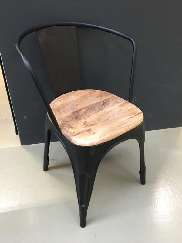 Zwart Metalen stoel stoelen stoeltje zwarte stoeltjes industrieel retro met houten zitting stoer urban