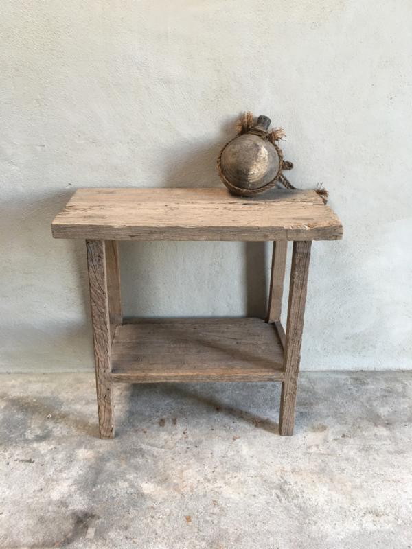 Oude vergrijsd houten sidetable tafel werkbank werktafel wastafel badkamermeubel landelijk met onderplank stoer landelijk