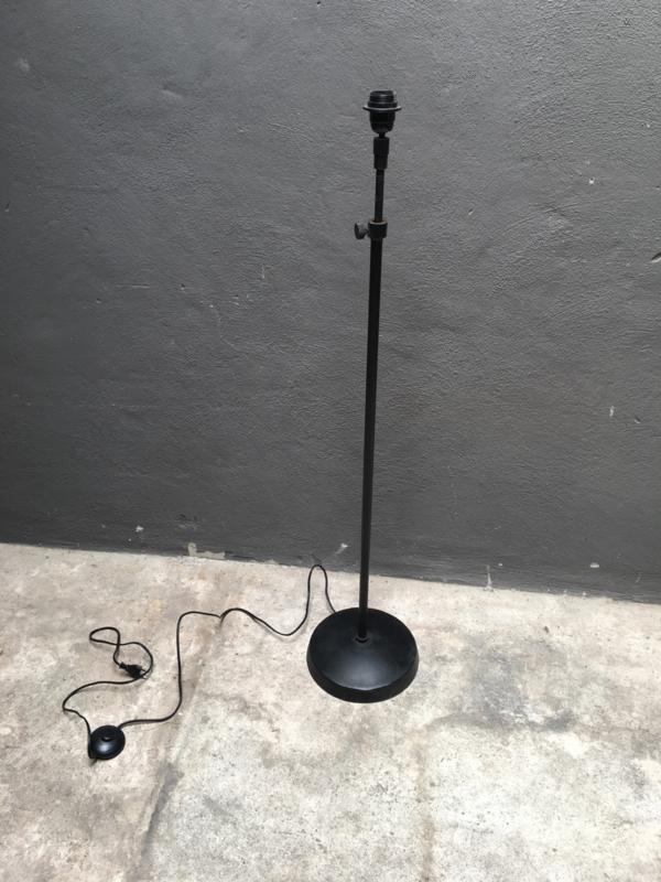 Prachtige in hoogte verstelbare zwarte vloerlamp staande lamp lampevoet hoog leeslamp landelijk industrieel bruin zwart