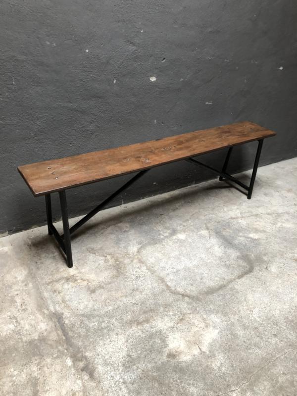 Stoere degelijke lange bank houten zitting metalen onderstel landelijk industrieel stoer vintage