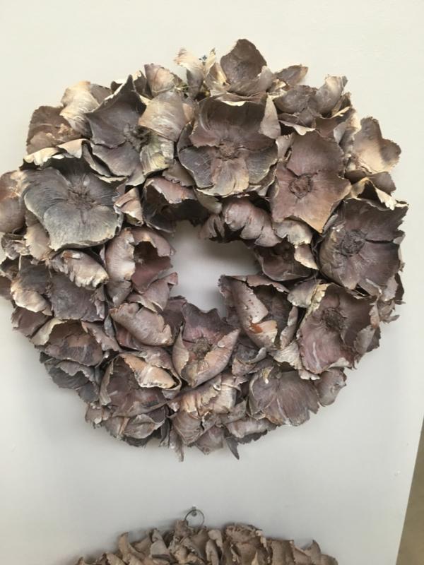 Prachtige vergrijsde krans palm cup wreath grey 65 cm