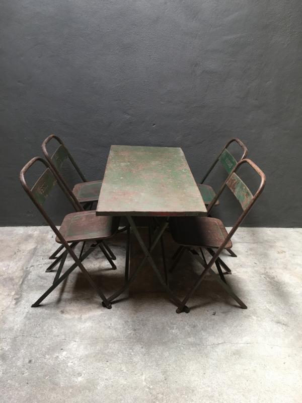 Oude metalen klaptafel klaptafels tafel tafeltje extra bijzettafel tuintafel sidetable sideboard werktafel leger army legergroen India khaki bureau tuintafel buro industrieel stoer landelijk vintage