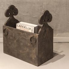 Verbazingwekkend Vergrijsd houten lectuurbak trog hout met metalen beslag ringen AL-15