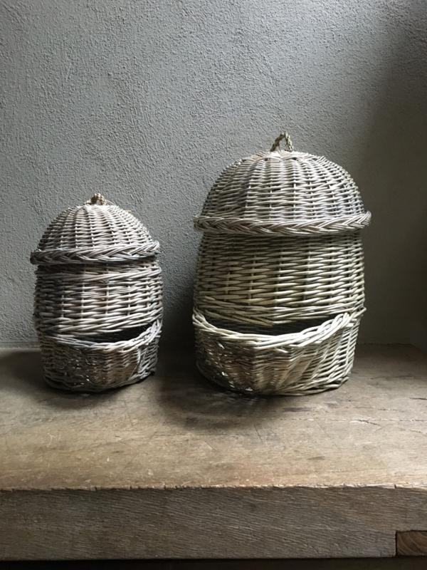 Vergrijsd rotan rieten aardappelmand uienmand met deksel piepers aardappels keuken landelijk brocant