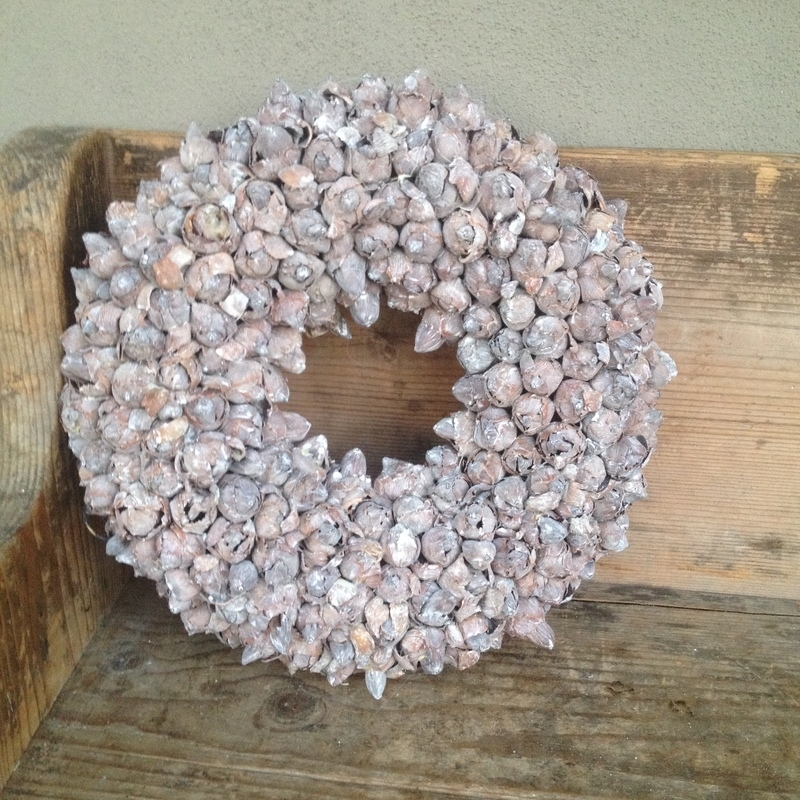 Coco fruit wreath 30 cm skin wash whitewash vergrijsde gedroogde krans vergrijsd