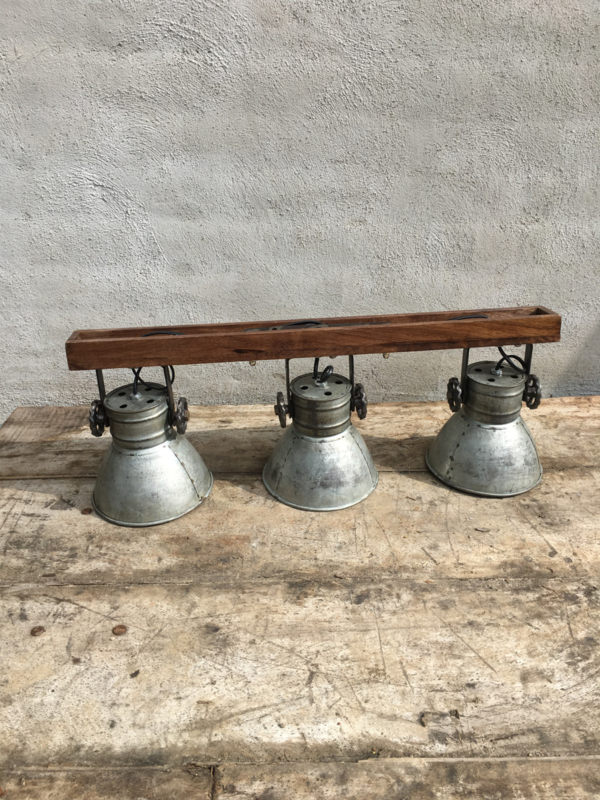 Industriële oud gerecycled metalen met houten hanglamp plafond plafondlamp urban wandlamp 3 grijze kappen spot spots metaal verstelbaar landelijk stoer vintage Wandlamp