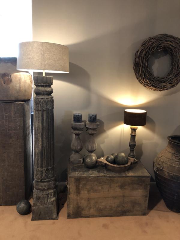 Prachtige stoere grote oude vergrijsd houten lampenvoet staande lamp vloerlamp baluster balusterlamp 150 cm pilaar
