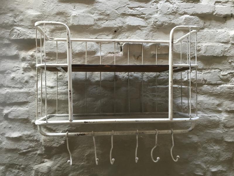 Oud Wit Old white metalen met houten wandrek 2 legplank 5 haken  handdoekenrek schap kapstok landelijk industrieel