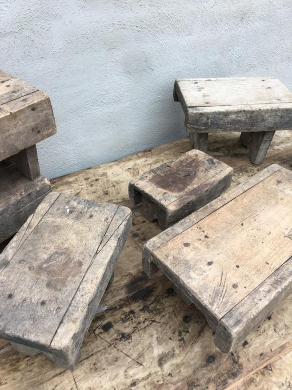 Nieuw Oude vergrijsd houten voetenbankje opstapje krukje vensterbankje UZ-13