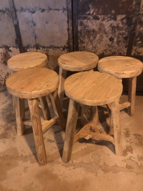 Oude houten ronde kruk krukje tafeltje bijzettafeltje landelijk stoer hout robuust