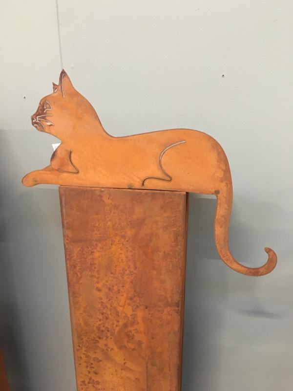Plaatstalen plaatstaal poes kat kater ijzer cat liggend vensterbank  metaal roest beeld landelijk brocant metalen ijzeren