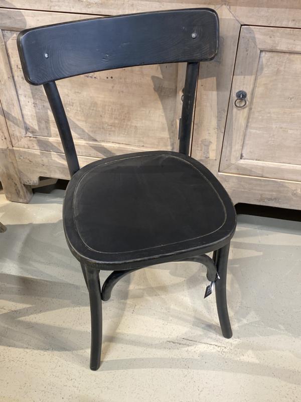 Stoere zwarte houten stoel stoelen landelijk industrieel vintage zwart hout