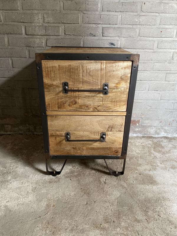 Stoer houten industrieel landelijk kastje kast ladenkast ladenkastje nachtkastjes ladekast nachtkastje nachtkastjes