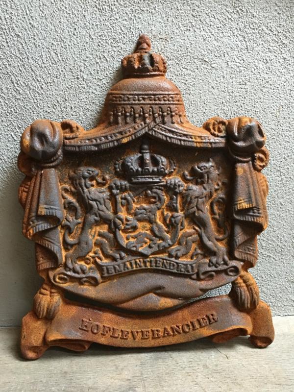 """gietijzeren wandornament wapen schild """" hofleverancier """" hofleverancier"""