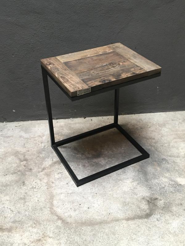 Stoere zwart metalen tafel met houten blad tafeltje  truckwood lifestyle banktafeltje plantentafeltje serveertafeltje dienblad voor bij de bank bijzettafeltje tafeltje zwart bruin rond landelijk industrieel landelijk