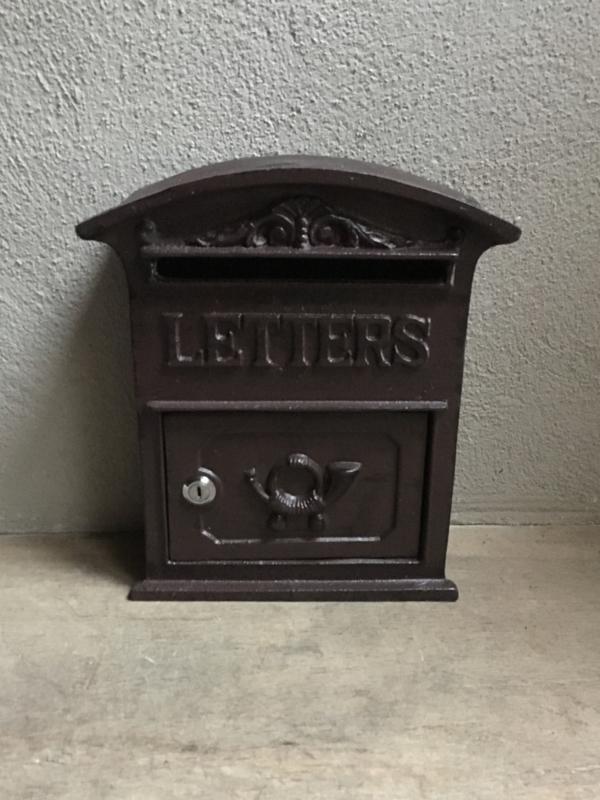 Gietijzeren brievenbus wand post postbus muur landelijk bruin