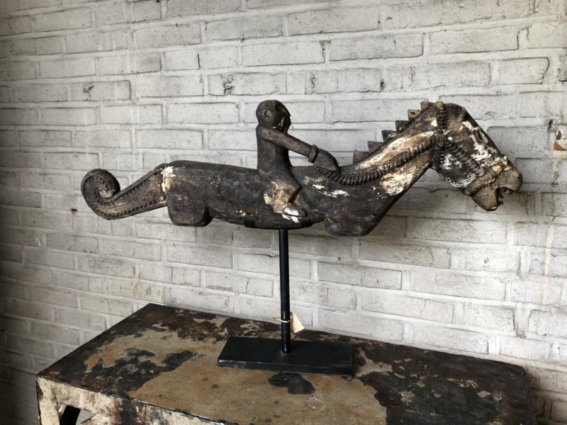 Prachtig groot oud vergrijsd houten ornament op standaard ruiter op paard 88 x 52 x 10 cm horse landelijk sober vergrijsd beige