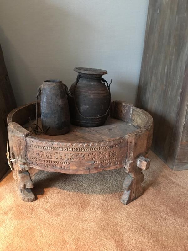 Authentieke verweerde grinderbak grinder ghanti tafel tafeltje bak schaal landelijk vintage hout houten