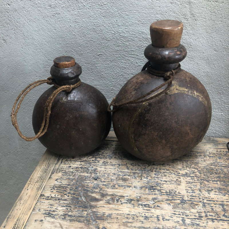 Stoere metalen ijzeren pot kruik kan landelijk industrieel bruin metaal met jute touw en houten dop